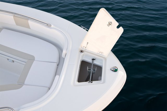 About the 2012 Robalo R200. New for 2012, there's no mistaking the R200's ...
