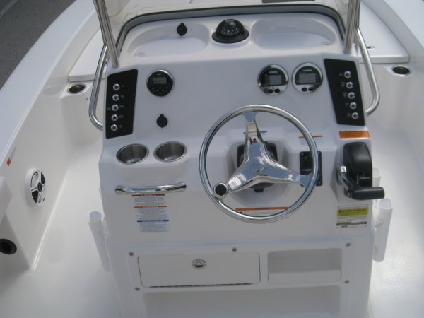 New 2016 Robalo 226 Cayman Bay Boat For Sale